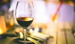 Víno Kagor – výroba, historie, servírování