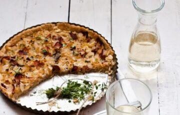 Tymiánový quiche s cibulí na víně a medu
