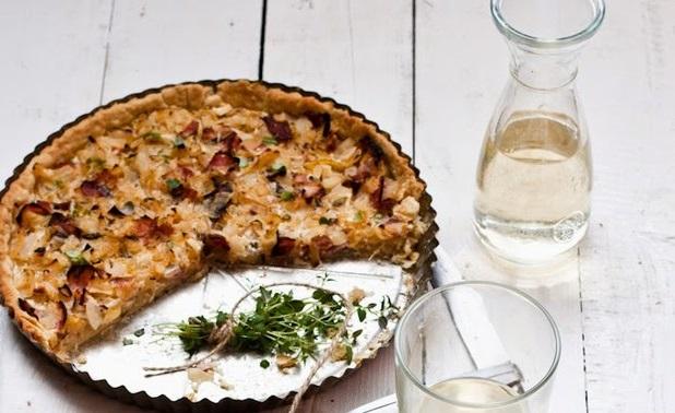 Tymiánový quiche s cibulí na víně a medu recept a postup